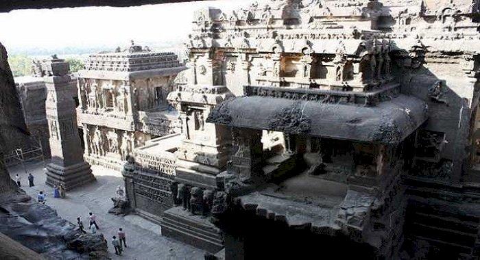 Templul Kailasa, cea mai mare construcţie monolitică din lume